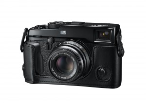 12_X-Pro2_BK_FrontLeft_35mmF2_LeatherCase